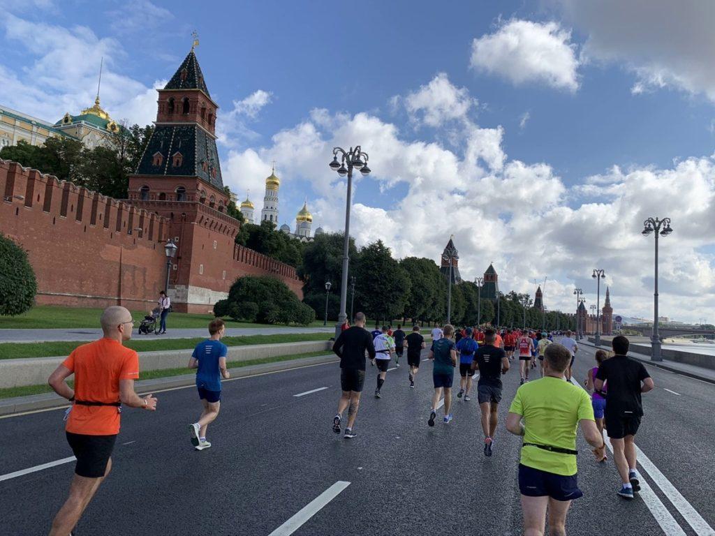 Московский полумарафон пробег по набережной Москва реки